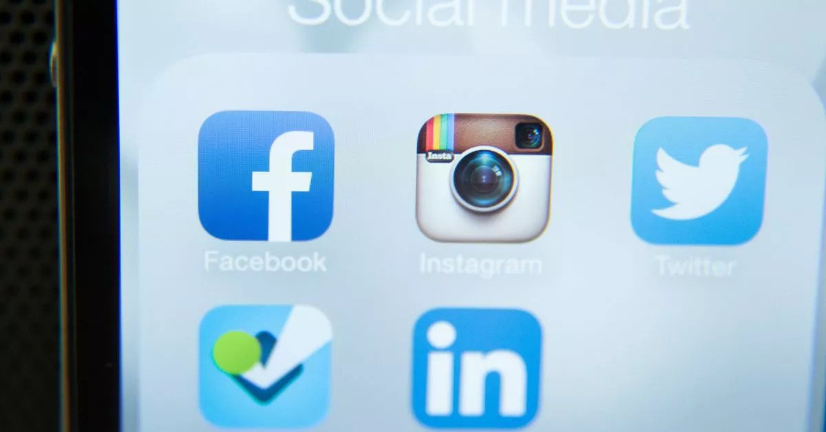 - About 40 percent of the global population are social media users: There are now over 3 billion social media users in the world. Hootsuite / we are social published this amazing report about internet, social, mobile and social mobile user.